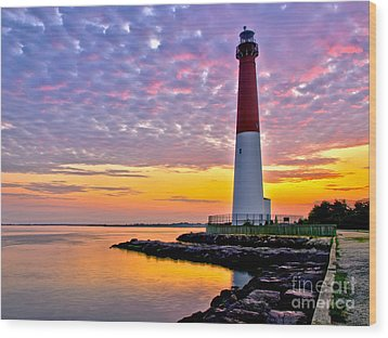 Dawn At Barnegat Lighthouse Wood Print by Mark Miller
