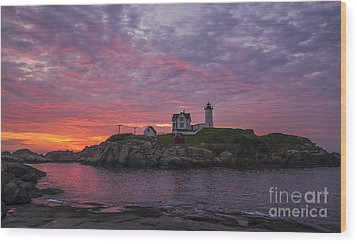 Dawn At The Nubble Wood Print