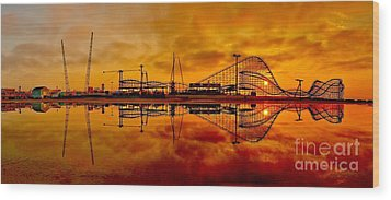 Dawn At Wildwood Pier Wood Print by Nick Zelinsky