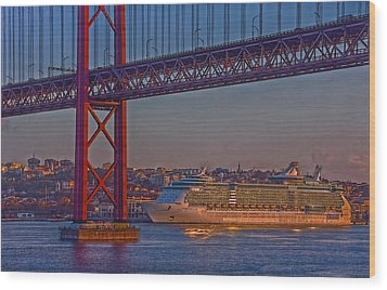 Wood Print featuring the photograph Dawn On The Harbor by Hanny Heim