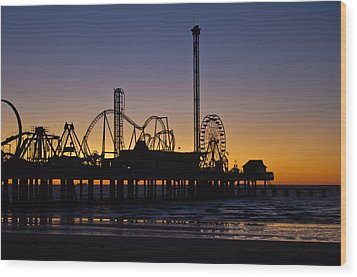 Dawn Over The Pier Wood Print