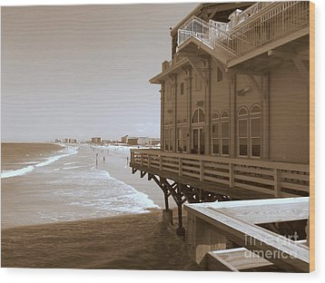 Wood Print featuring the photograph Daytona's Eat At Joe's by Jeanne Forsythe