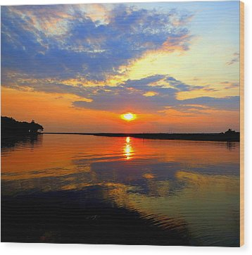Dazzling End Of The Day Wood Print by Phyllis Beiser