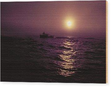 Deep Sea Fishing Off West Port Wa II Wood Print by Greg Reed