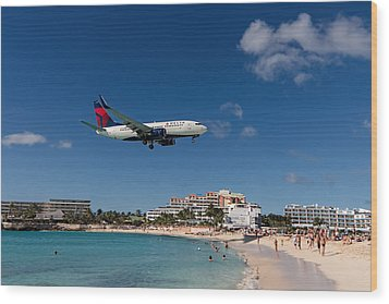 Delta 737 St. Maarten Landing Wood Print by David Gleeson