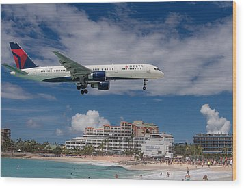 Delta Air Lines Landing At St. Maarten Wood Print by David Gleeson