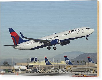 Delta Boeing 737-932 N822dn Phoenix Sky Harbor December 24 2014  Wood Print