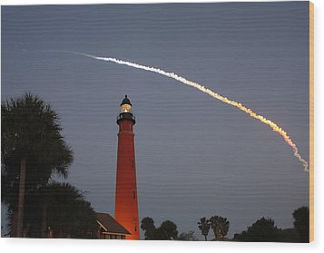 Discovery Booster Separation Over Ponce Inlet Lighthouse Wood Print