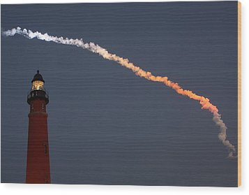 Wood Print featuring the photograph Discovery Sunset Plume by Paul Rebmann