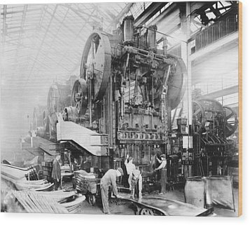 Dodge Brothers Automobile Factory, 1915 Wood Print by Science Photo Library