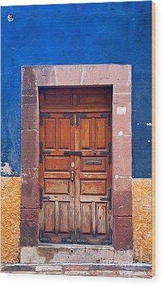 Door In Blue And Yellow Wall Wood Print by Oscar Gutierrez