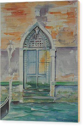 Door In Venice-italy Wood Print by Geeta Biswas