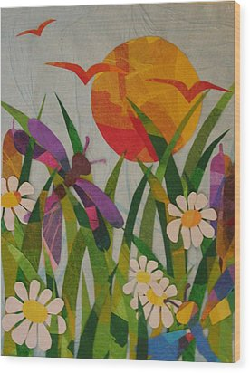 Dragonflies And Daisies Wood Print by Diane Miller