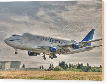Wood Print featuring the photograph Dreamlifter Landing 1 by Jeff Cook