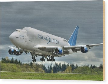 Wood Print featuring the photograph Dreamlifter Landing 2 by Jeff Cook