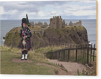 Dunnottar Piper Wood Print by Eunice Gibb