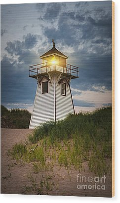 Dusk At Covehead Harbour Lighthouse Wood Print
