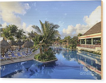 Wood Print featuring the photograph Early Morning At The Pool by Teresa Zieba