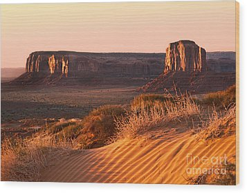 Early Morning In Monument Valley Wood Print by Jane Rix