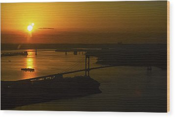 East River Sunrise Wood Print