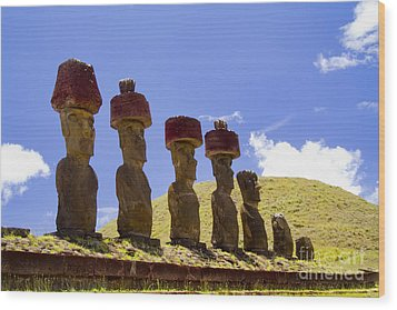 Easter Island Statues  Wood Print by David Smith