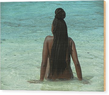 Ebony Queen On Beach Wood Print