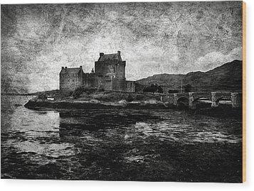 Eilean Donan Castle In Scotland Bw Wood Print