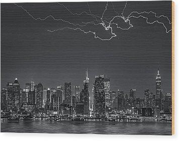 Electrifying New York City Bw Wood Print by Susan Candelario