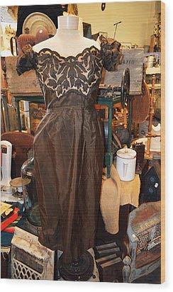 Elegance In Brown Wood Print by Cindy Nunn