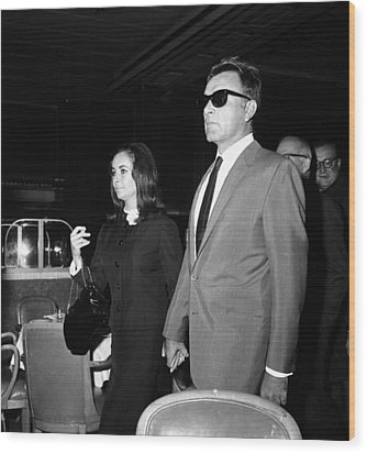 Elizabeth Taylor Holding Hands Wood Print by Retro Images Archive