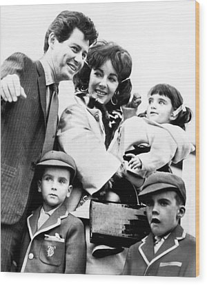Elizabeth Taylor With Family Wood Print