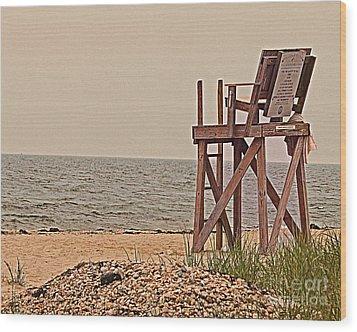 Empty Lifeguard Chair Wood Print by Rita Brown