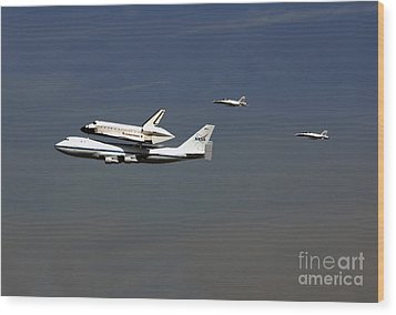 Endeavour Space Shuttle In La With Escort Fighter Jets  Wood Print by Howard Koby