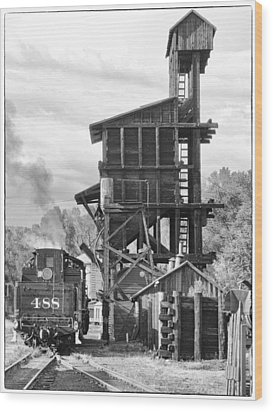 Engine 488 At The Tipple Wood Print by Shelly Gunderson