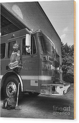 Engine 751 Bw Wood Print by Mel Steinhauer