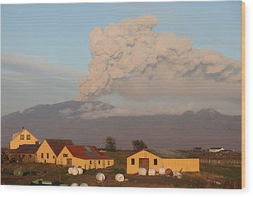 Eyjafjallajokull5 Wood Print by Siguringi Holmgrimsson