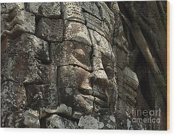 Face At Banyon Ankor Wat Cambodia Wood Print by Bob Christopher