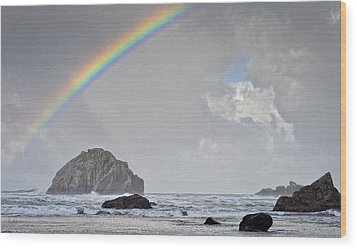 Face Rock Rainbow Wood Print by Kevin Munro