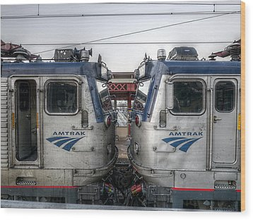 Face To Face On Amtrak Wood Print by Richard Reeve