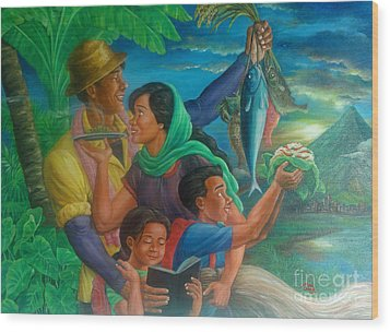 Family Bonding In Bicol Wood Print by Manuel Cadag