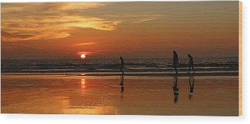 Family Reflections At Sunset - 5 Wood Print