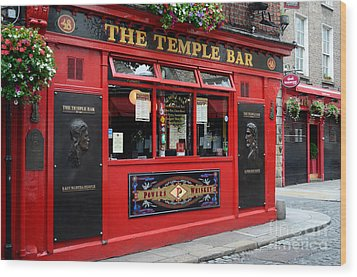 Famous Temple Bar In Dublin Wood Print