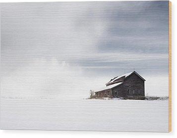 Farmhouse - A Snowy Winter Landscape Wood Print by Gary Heller