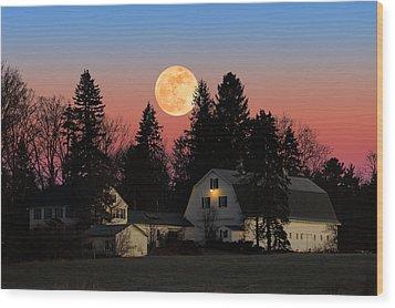Wood Print featuring the photograph Farmhouse Moonrise by Larry Landolfi