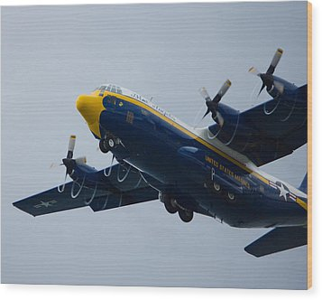 Fat Albert Drawing Spirals Of Air Wood Print by Jose Oquendo