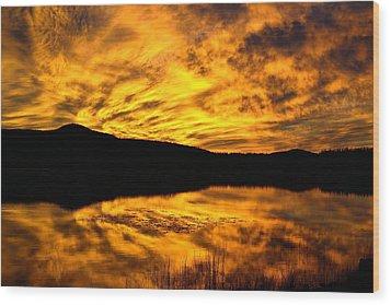 Fiery Sunrise Over Medicine Lake Wood Print by Rich Rauenzahn