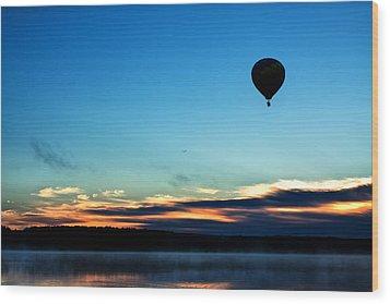 Final Flight - Hot Air Balloon Ride Wood Print by Gary Smith