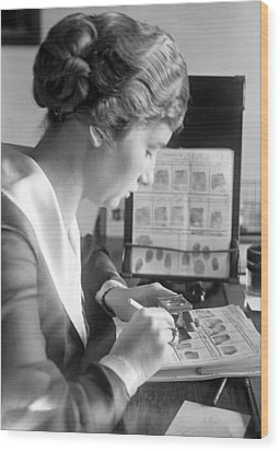 Fingerprint Analysis, 1918 Wood Print by Science Photo Library