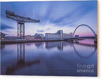 Finnieston Crane And Glasgow Arc Wood Print by John Farnan