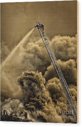 Firefighter-heat Of The Battle Wood Print by David Millenheft
